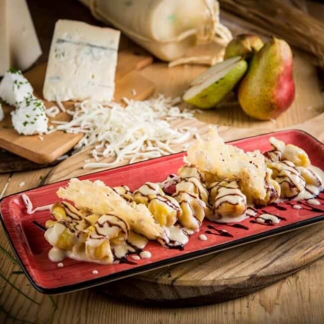 Saccottini de pera y ricotta a los 5 quesos